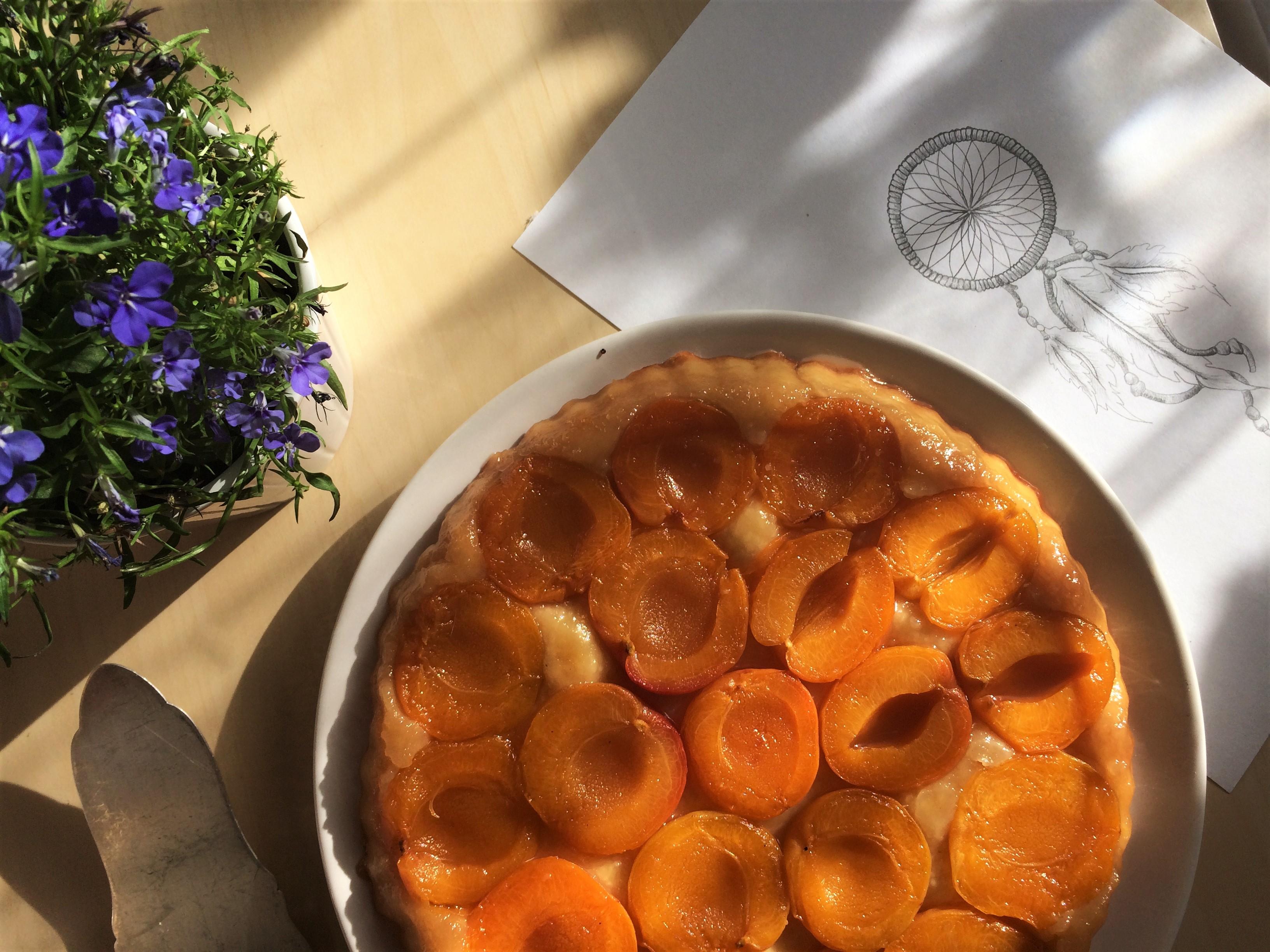 Upside down – Apricot tarte tatin