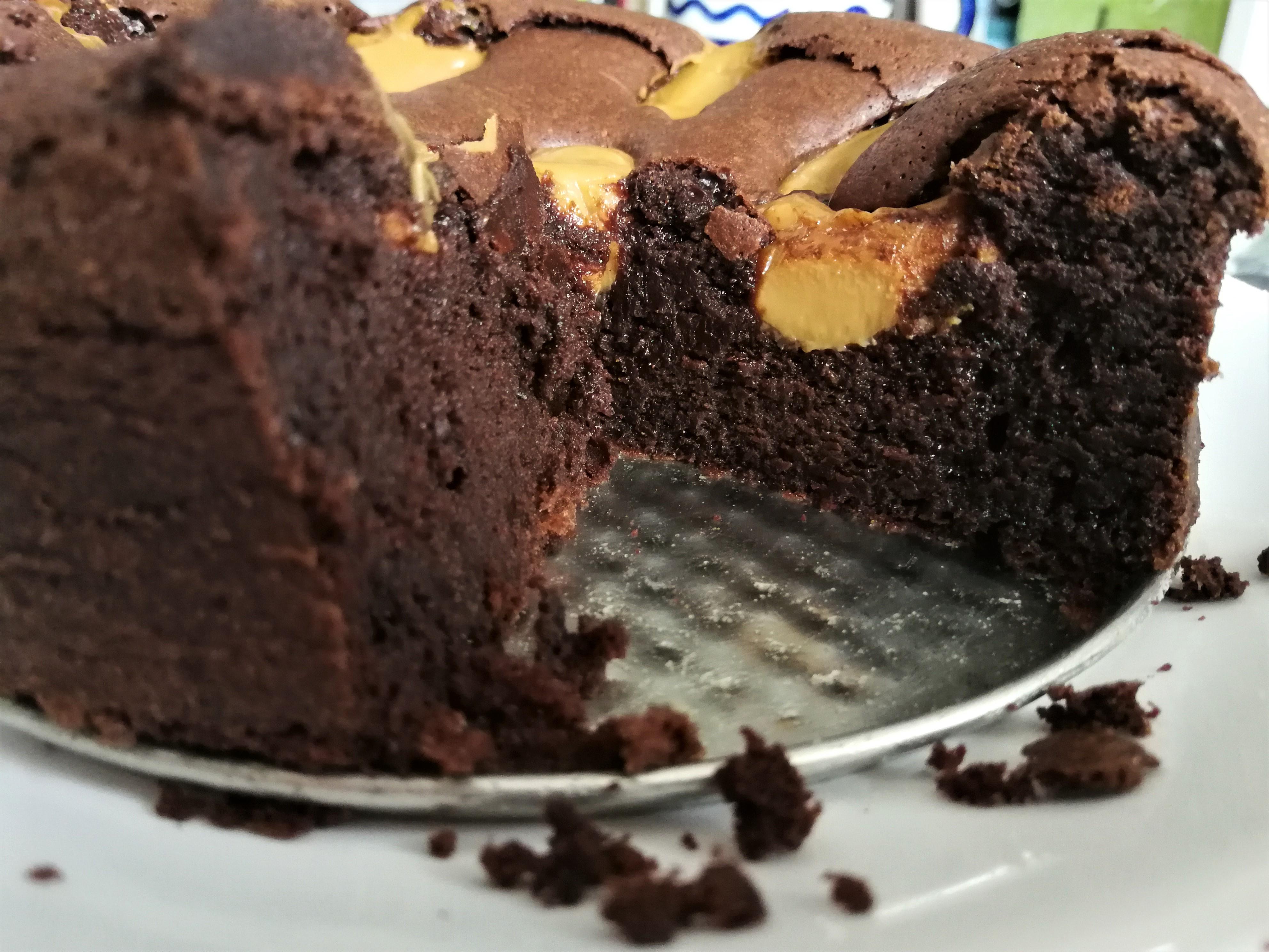 Ciasto czekoladowe z kajmakiem. Happy Easter!