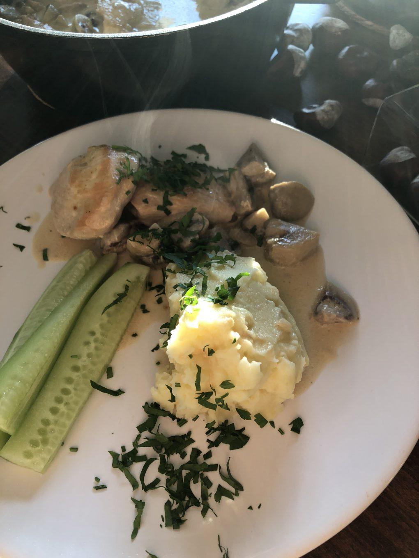 Filet z kurczaka z pieczarkami i purée