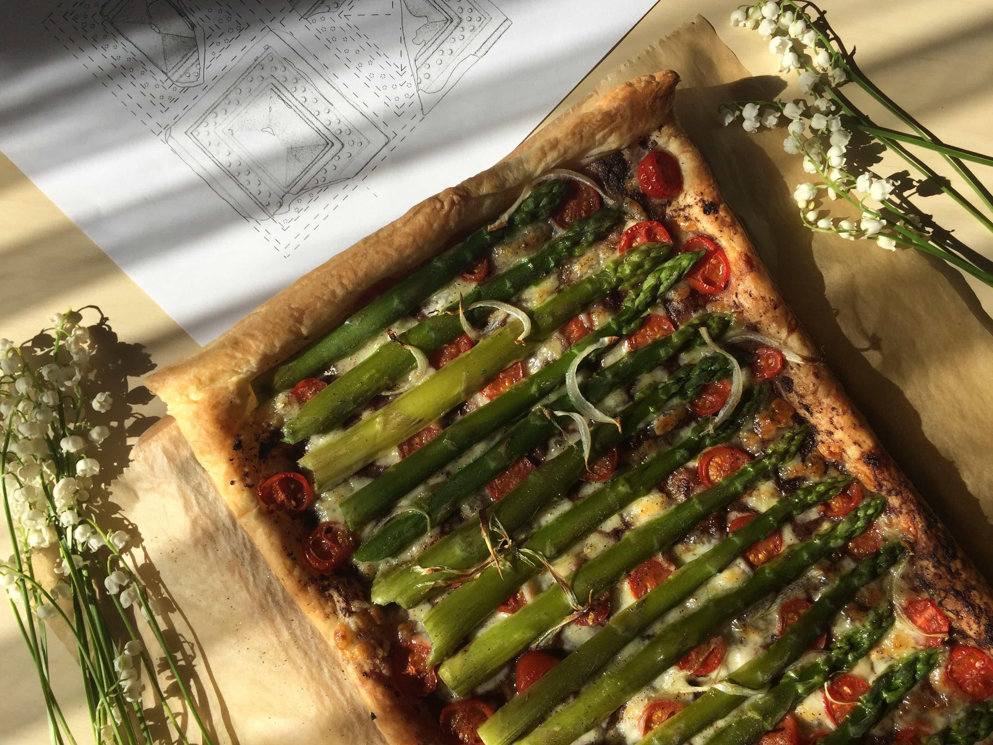 Zielone szparagi cieście francuskim green asparagus puff pastry