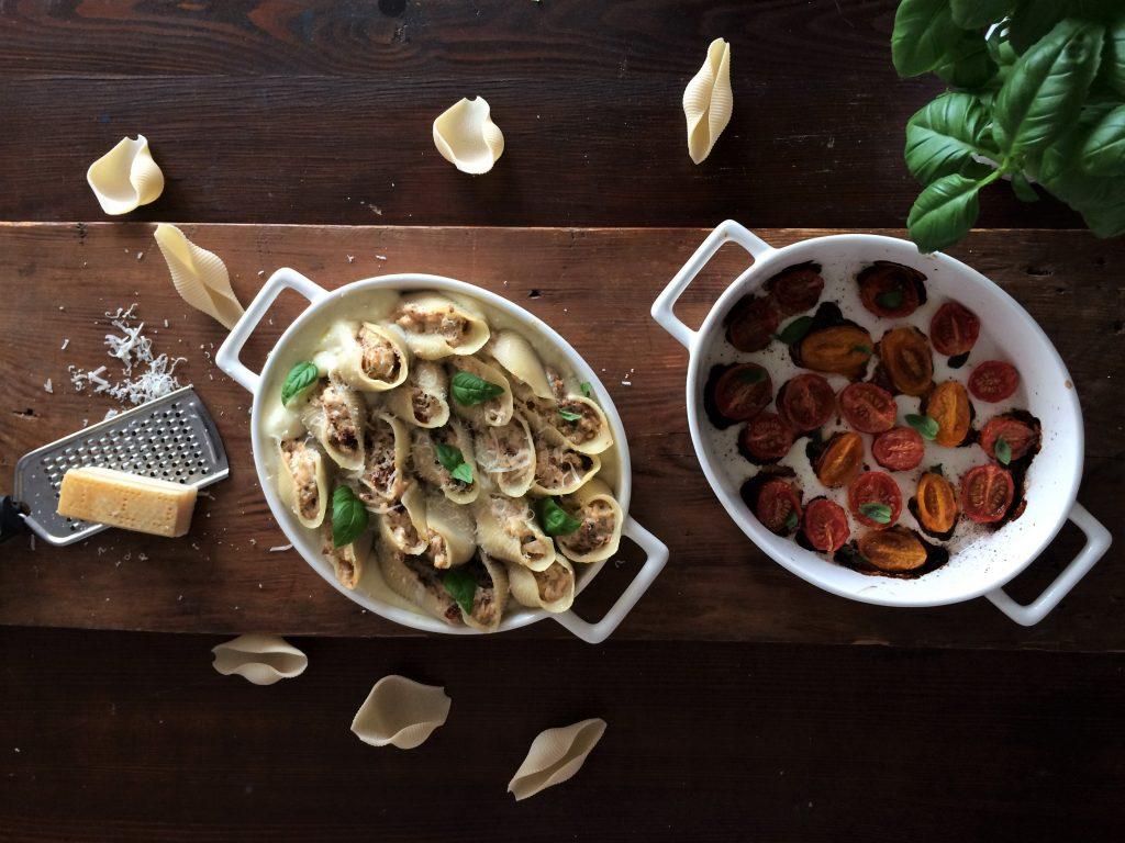 Makaron conchiglioni nadziewany serem ricotta i suszonymi pomidorami