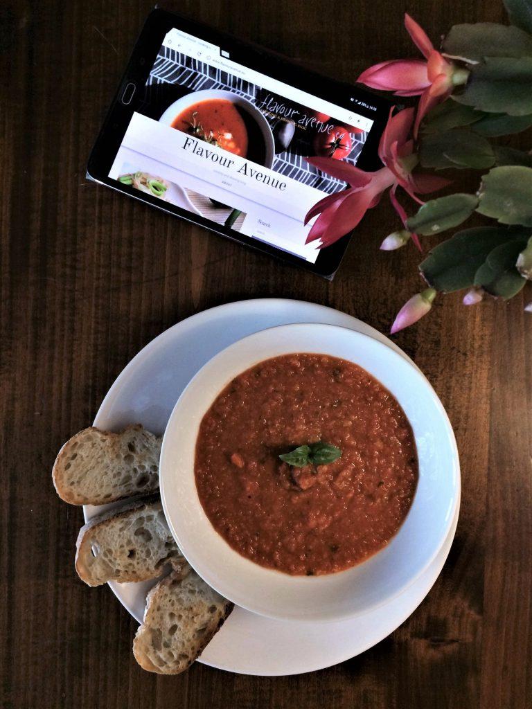 Gęsta zupa z pomidorów i czerwonej soczewicy