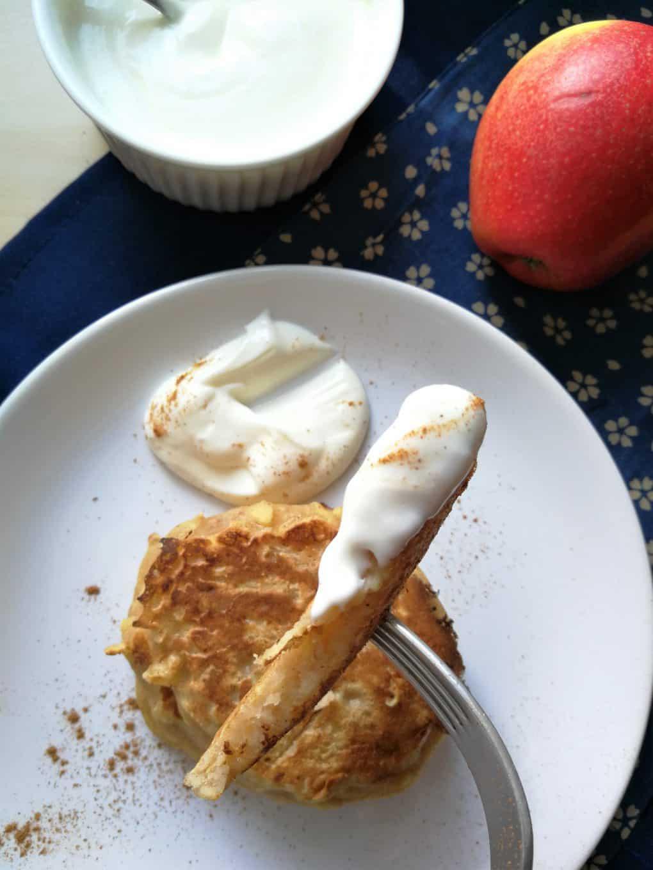 Placuszki z tartymi jabłkami