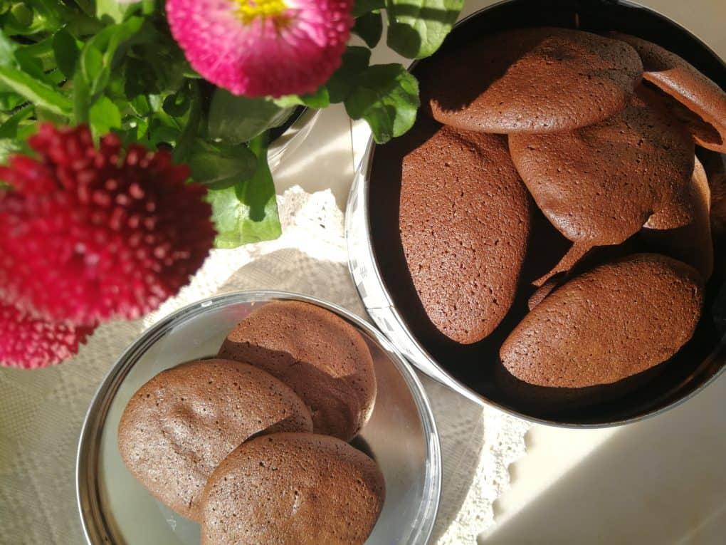Czekoladowe ciasteczka na osłodę spacerowych spotkań